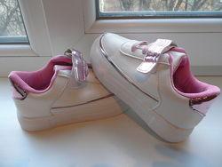 Нежные кроссовки для девочек с 26 по 30р