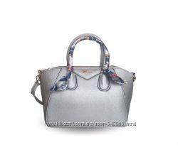 Стильная серебристая сумка с платком