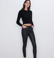 Классные джинсы Zara под кожу , размер 34