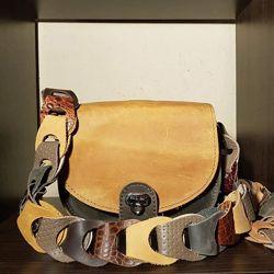 Продам стильные сумочки из натуральной кожи . Большой выбор моделей .