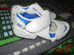 Босоніжки Nike 28р