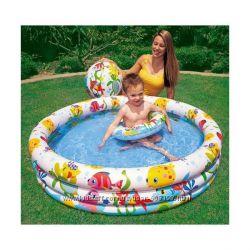 Детский бассейн с мячом и кругом