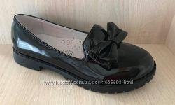 Школьные туфли для девочки лаковые Фламинго