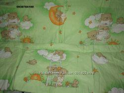 Раздельная защита  с постельным комплектом в кроватку мишки на зеленом