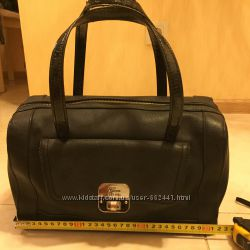 3656f5734e0e Классическая сумка-чемодан фирмы Guess, 370 грн. Женские сумки ...