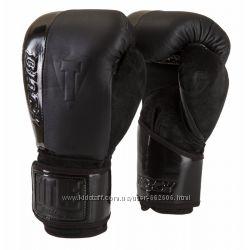 Перчатки боксерские TITLE BLACK BLAST TRAINING GLOVES