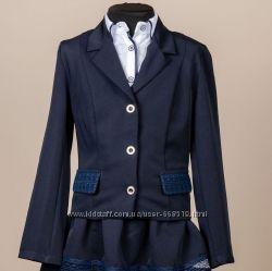 Школьный костюм для девочки двойка пиджак и юбка синий с гипюровыми вставка