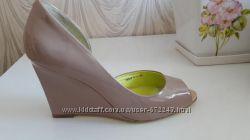 Женские туфли лакированные бежевые