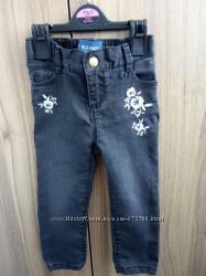 Очень классные джинсы с вышивкой на девочку 1, 5-2 годика