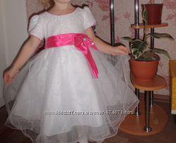 красивое платье в отличном состоянии