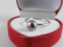 Кольцо, серебро, чёрный жемчуг с радужным пурпурным обертоном