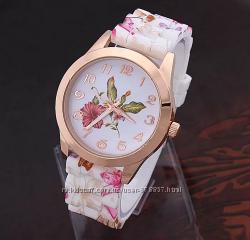 Женские часы с силиконовым ремешком