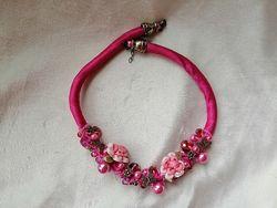 Колье диадема камни бабочка бусы розовая