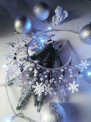Новогодний ободок со снежинками в серебре.