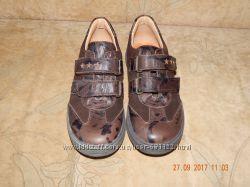 Туфли полностью кожаные 29 размера одеты 1 раз.