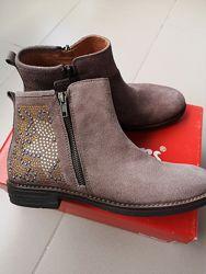 Замшевые деми ботинки KicKers 35 и 37 размер. Оригинал