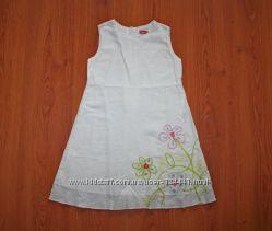 Платье белое с вышивкой и аппликацией, р. 128