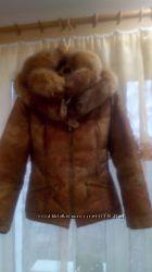 качественная красива зимняя курточка пуховик натуральный мех.