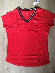 Красная спортивная футболка BILCEE с разрезами на спине удлиненная V вырез.