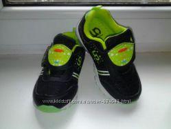 Моднявые кроссовки на мальчика 26 р-р, новые