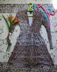 Женское платье змеиный принт тм H&M размер xs