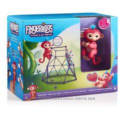 Интерактивная ручная обезьянка Fingerlings с площадкой Jungle Gym Playset