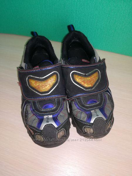 Кроссовки Skechers 33, 5 р, удобны в дождь