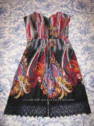 Платье бюстье с узором и кружевом