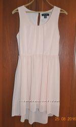 Нежное платье нарядное Amisu удлиненная спинка, М