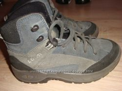 отличные ботинки LOWA