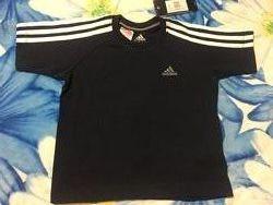 Продам детскую футболку adidas. Оригинал. Рост 104.