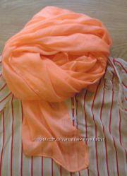 Яркий шарф для лета