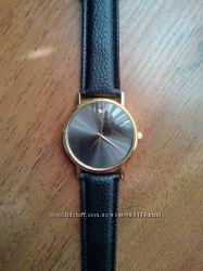 Стильные женские часы.
