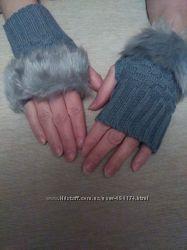 Женские вязаные митенки с мехом.