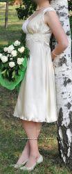 Платье атласное молочное праздничное