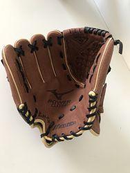 Перчатка для бейсбола для левши