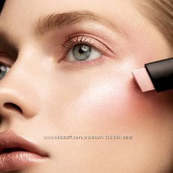 США Нежный хайлайтер HOURGLASS Vanish Flash Highlighting Stick