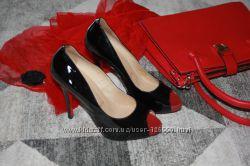 Оригинальные черные лаковые туфли Christian Louboutin размер 39