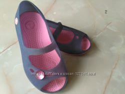 Туфельки для девочки Crocs р. 10, по стельке 16 см