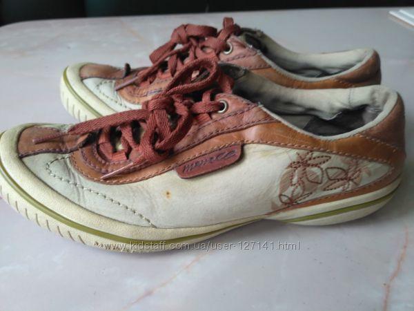 Кроссовки для девочки Merrell р. 35, 5