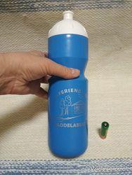 Бутылка пластмассовая.