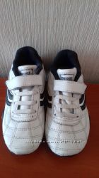 Замечательные кроссовки 28 размера