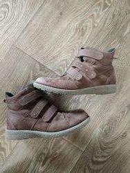 Продам замшивые ботинки Bata