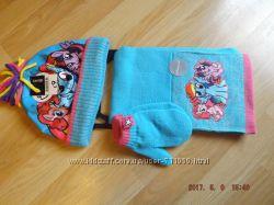 Комплект на девочку, шапка, шарф, варежки.