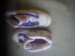 детские кроссовки. кожа. в отличном состоянии