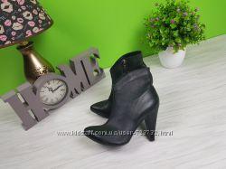 классические ботинки на каблуке демисезон с острым носком натуральная кожа