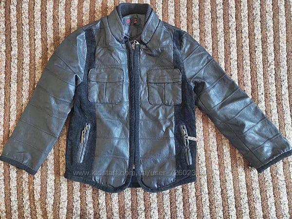 Демисезонная куртка на мальчика 110-116