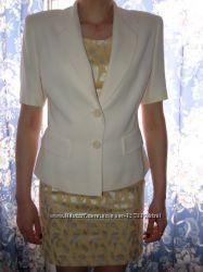 Стильное платье с пиджаком.