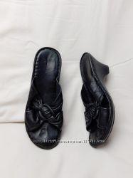 Черные кожаные шлепанцы сабо CLARKS 25 см  37. 5