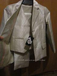 костюм  тройка -классика  для мальчика светлый новый